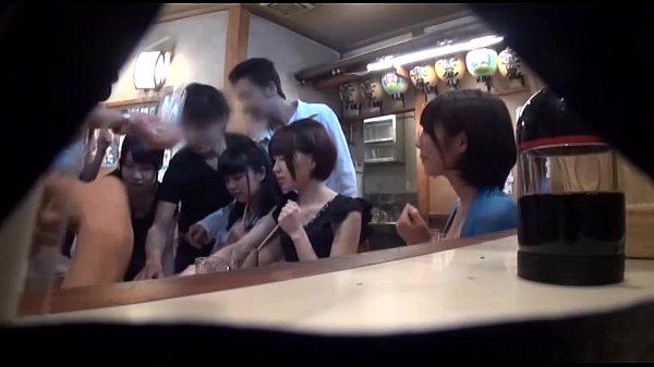 【隠し撮り】相席居酒屋でナンパした激カワ女子大生2人組を両方お持ち帰りして…