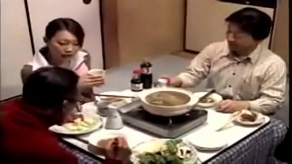日本熟女妻誘惑隣人コンフォートとき彼女夫彼女睡眠