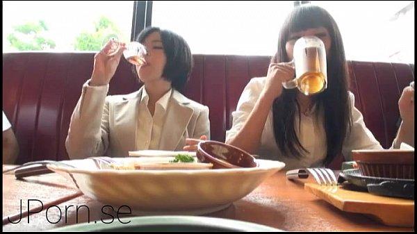【女子大生】女子大生陣を酒で酔わせて大乱交!ビッチすぎ!