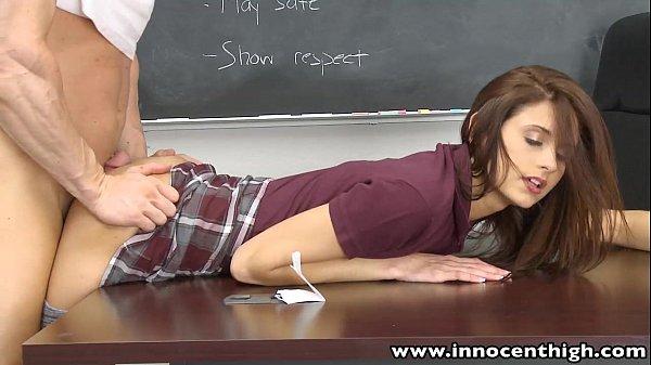 ông giáo sư và cô sinh viên làm tình lén lút trong giờ học thêm