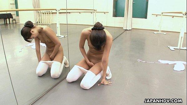 Cô giáo dạy Yoga thủ dâm bị cả đám học viên phát hiện