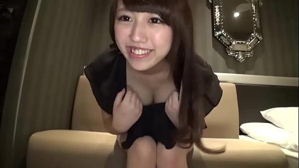 普通にアイドル顔の美少女がカメラの前でガンガン突かれてる作品