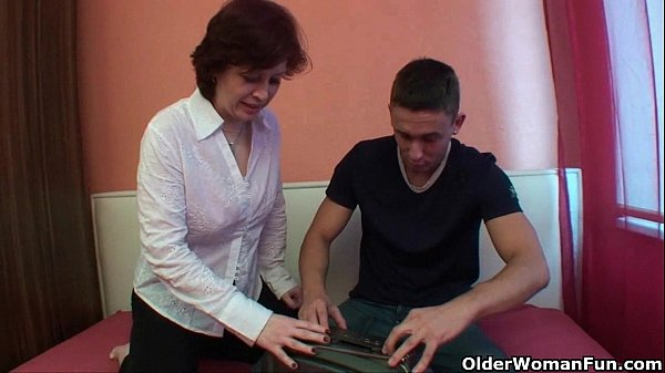 Videos de Sexo Mommy ffucking her older than her young