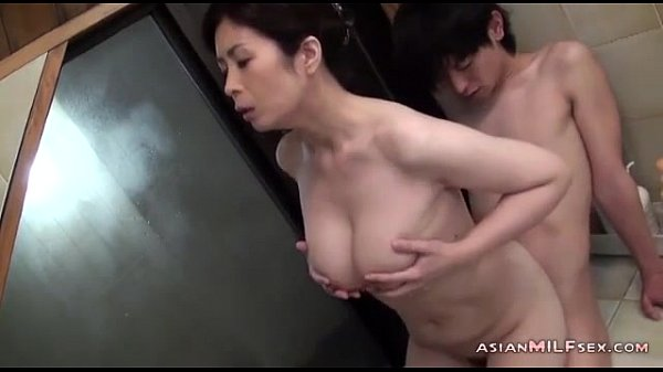 XVIDEO 巨乳熟女とお風呂でセックス