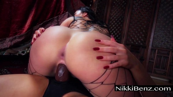 Girls Love Nikki: London Keyes