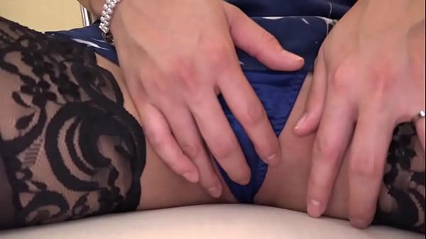 【素人動画】恥ずかしがりながらも何でも受け入れる素人妻