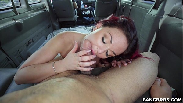 Секс с рыжеволосой прямо в автобусе