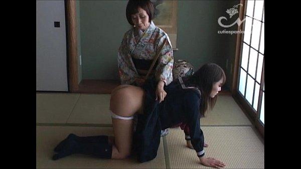 【JKの潮ふき・オナニー動画】(レズビアンビアン)学生服のJKが厳しいお母様からオシオキされる