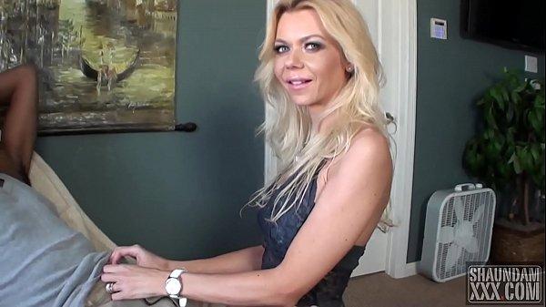 Blonda Face O Muie Frumoasa Si I Se Duce Tot Machiajul