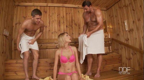 Секс в бане грпповой