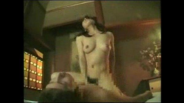 色気ムンムンの美熟女が若いチンポを誘惑して昼間っから不倫ファック