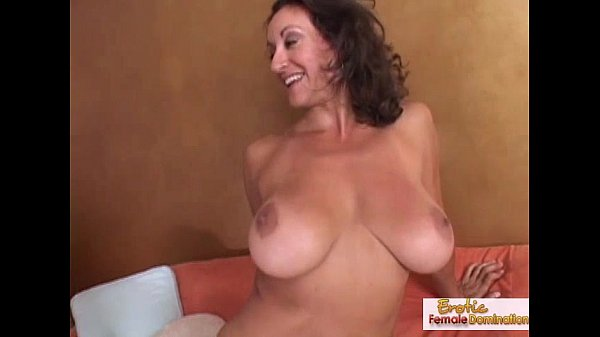 Amateur mature wife with dildo
