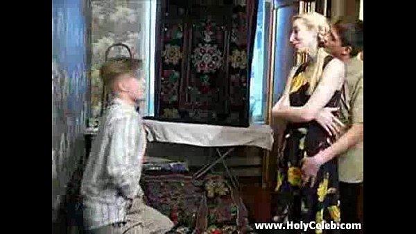 Русская женщина трахнула сына своей подруги смотреть онлайн