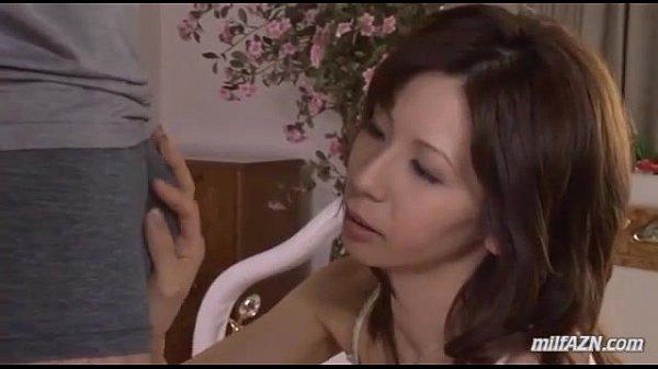 電マ責めで発情したスレンダー美熟女が勃起ペニスを美味しそうにフェラチオ…