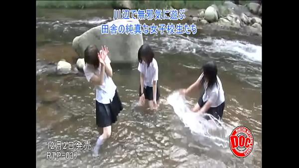 田舎の女子校生は川遊びで濡れて透けても平気で野外でファック