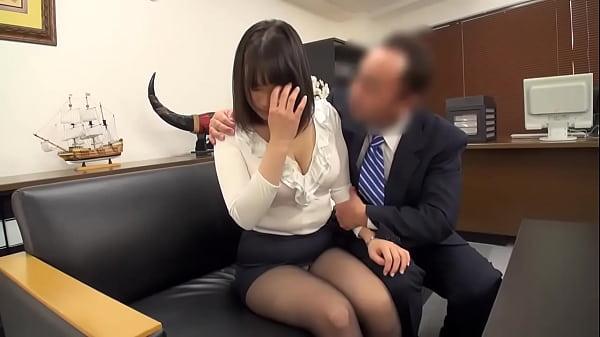 気の弱そうな女教師を説教してお詫びとして3Pセックスさせる鬼畜男