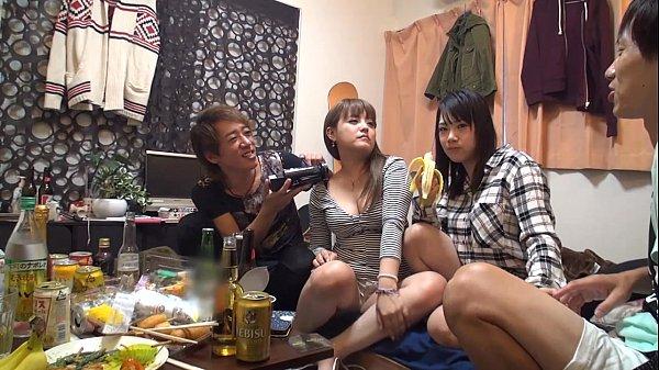 女友達二人と宅飲みしてそのまま乱交性交