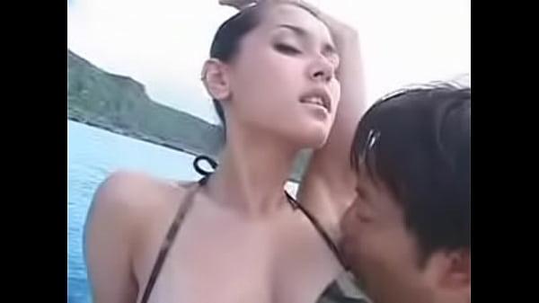 小澤マリアの乗り物水着野外・露出動画