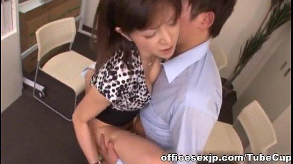 会社の上司である人妻熟女と肉体関係になりオフィスラブ