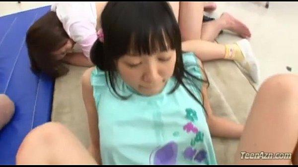 パイパンの童顔娘達がまさかの乱交パーティーを開催