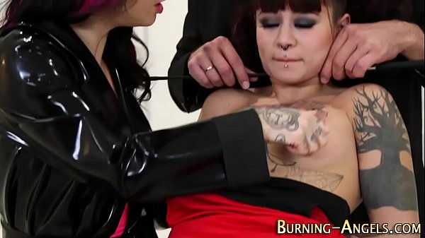porno-cafe.net - Goth whore gets creamed