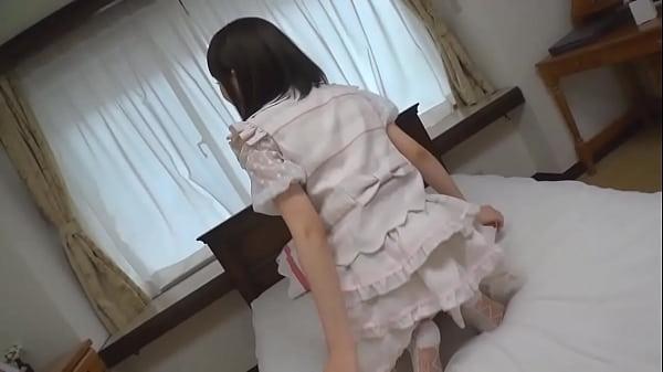 童顔な美少女なのに下着はかなりセクシー系のTバックがギャップ