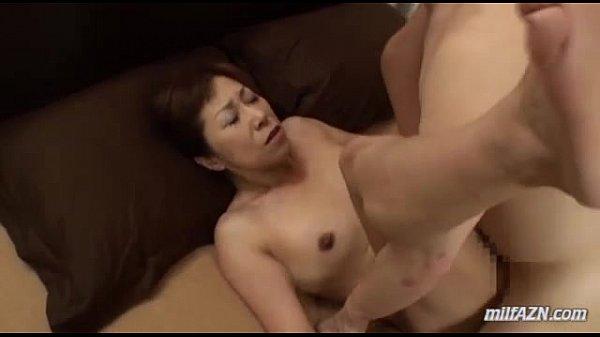 たるんだカダラが妙に卑猥なおばさん熟女に手マンをしたら、正常位でパコパコ素人|イクイクXVIDEOS日本人無料エロ動画まとめ