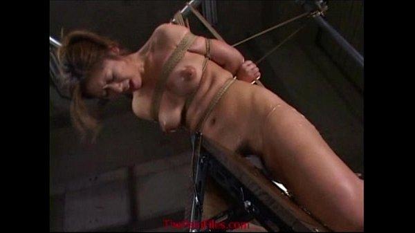 身体を緊縛され実験台として犯される巨乳女…電気責めや三角木馬で失神寸前になるまでアクメ絶頂を迎える