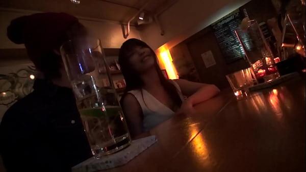 【ナンパ動画】バーカウンターで1人で飲んでいる若妻ナンパしてそのままホテルへ!