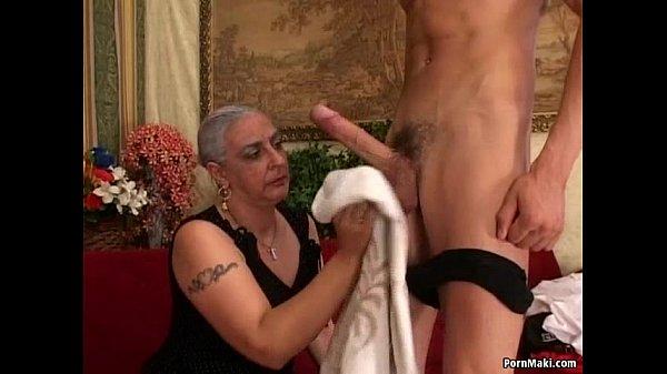 Порно большой член засадил бабушке