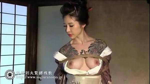 全身入れ墨の美熟女が荒縄で緊縛&調教されるマニアック映像