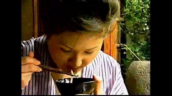 美女のレズビアン無料百合動画★食道楽レズビアンプレイ 夏の情緒漂う縁側で素麺を口移して食べさせ合う和服美女達 |