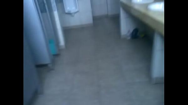 En el baño del 2do piso de la unfv, viernes de gymkana de biología 2011