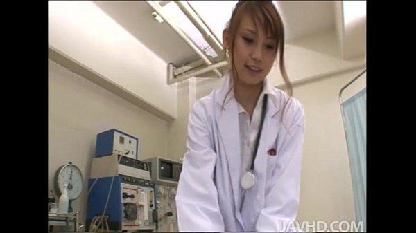 女医のアグレッシブでエロいフェラチオ