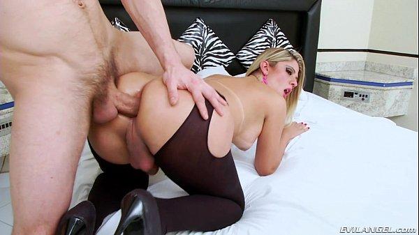 Nicole Bahls sendo ativa e passiva no sexo