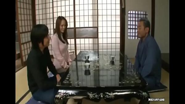 人妻 巨乳人妻が義父とSEX  日本人動画の画像