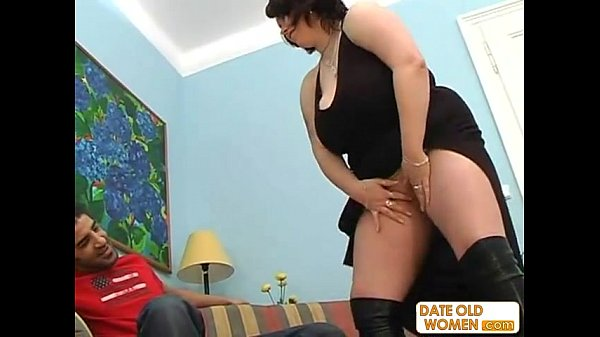 Mature BBW with black boots fucking on the s...