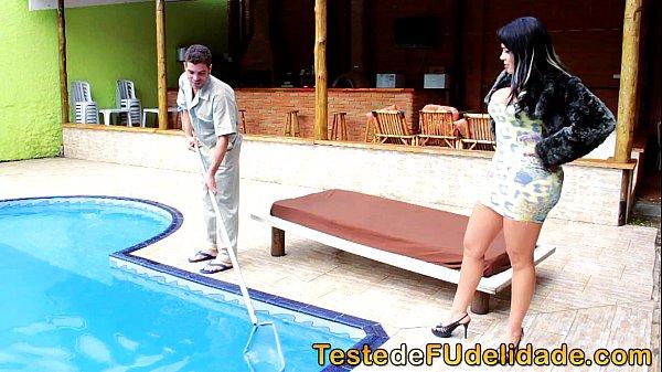 Transando com o limpador de piscina