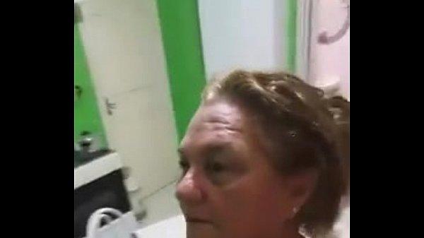 Videos de Sexo coroa safada galopando em rola dura