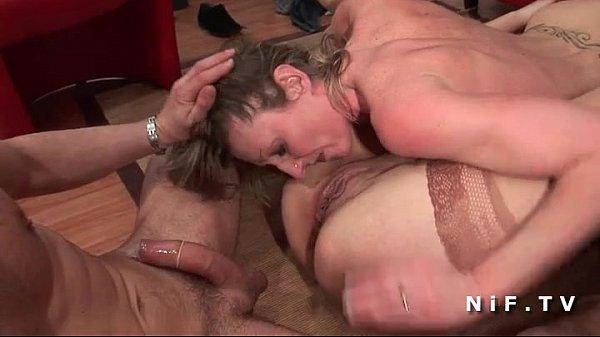 Секс в поле с красивой француженкой