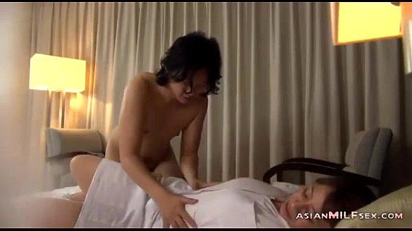【個人撮影】ラブホテルでイチャ付く巨乳の素人カップルを隠し撮り!-AVマガジン-