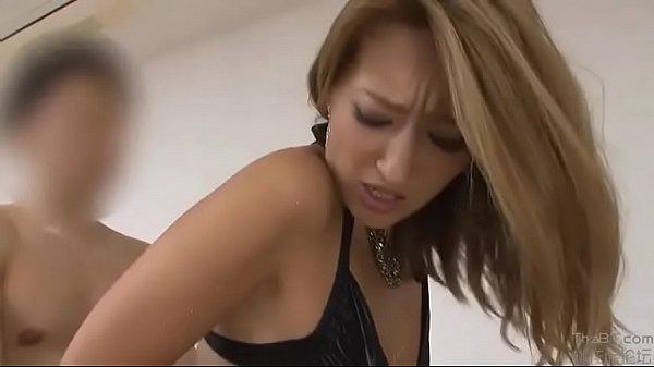 【巨乳・爆にゅうの美女・美人動画】ロングドレスのセクシー美女と着衣のままで交じり合う!SEX動画