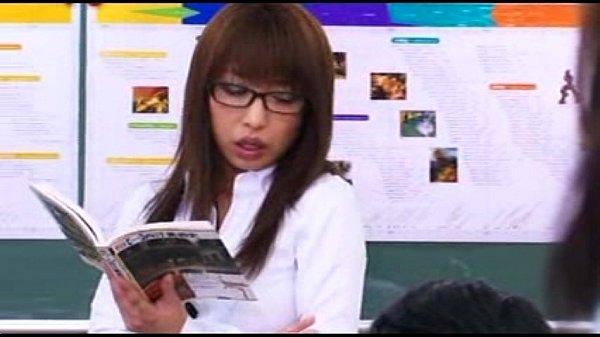 ドスケベ教師に変身した佳山三花さんが男子生徒のちんこを食いまくる
