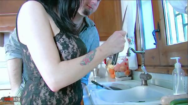 Imagen video Pusieron caliente a Jordan Perry y después de meterle un pepino y una banana por el culo y la concha ya esta mas que lubricada para la verga