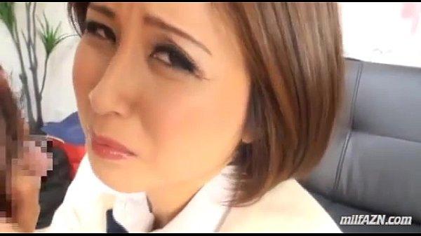 無理してJKの制服なんて着ちゃってる熟女が電マの刑に処される 【xvideos】
