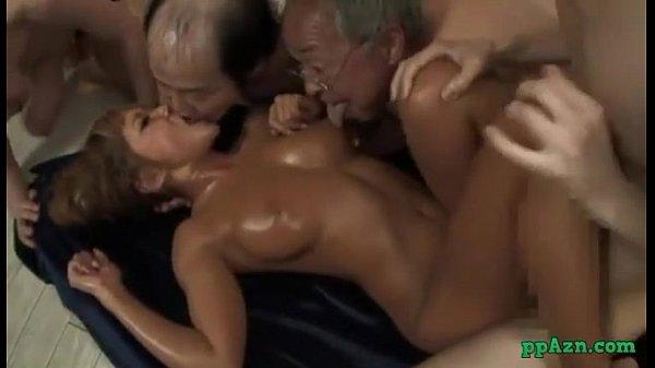 武藤クレア、キモメンなオジサン集団にヤバイ乱交SEXされちゃう巨乳の黒ギャル