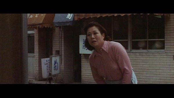 【奥様】1974年の「花と蛇」にこんな庶民的な場面あったっけ?四十路妻出て来ちゃって風呂の覗き魔撃墜!