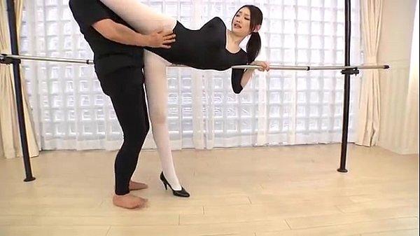 バレエ練習中の妖艶美人がパンストをビリビリに破かれながら講師と生セクロス!