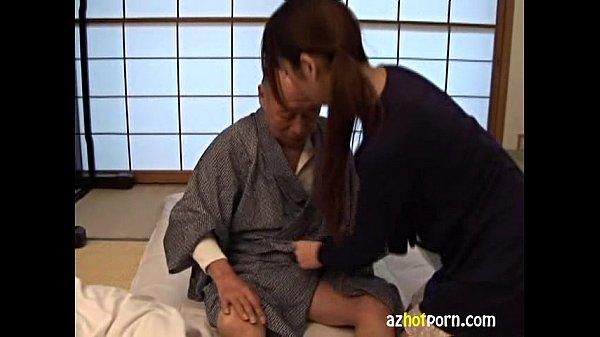 若妻がおじいちゃんの介護をしてたら、勃起しちゃったので手コキで下のお世話をしてあげる素人|イクイクXVIDEOS日本人無料エロ動画まとめ