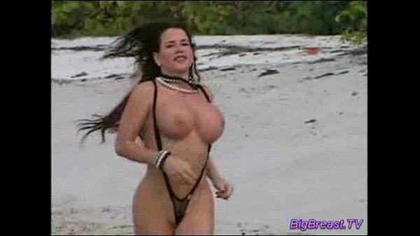 Большые сиськи кино на пляжэ